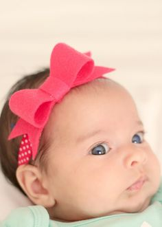Tutorial and Pattern for a quick and easy felt bow headband.  These make a super quick and easy shower or birthday gift using supplies you have on hand.  Even if you aren't crafty, you can manage this one, step by step photos included.  www.madebymunchiesmama.com