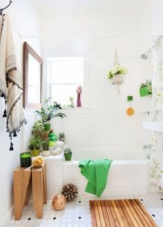 5 ideas for a quick rental bathroom makeover! Try indoor plants for decor.
