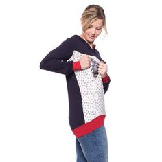 Viva la Mama | The floral & navy long-sleeved nursing & maternity hoodie MAYBEL has a comfortable and long cut but is also playful with its little flowers. MAYBEL makes discreet breastfeeding everywhere possible. Your perfect piece in your pregnancy fashion wardrobe.