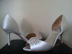 Badgley Mischka Lacie White Satin Dressy Evening Peep Toe Heels Pumps Size 7 M #BadgleyMischka #PumpsClassicsHeelsOpenToeDressyEvening