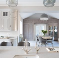 A bespoke kitchen project by Humphrey Munson including utility room, boot room and dining room in picturesque Theydon Bois. Kitchen Living, New Kitchen, Kitchen Decor, Kitchen Ideas, Ivory Kitchen, Tasty Kitchen, Kitchen Styling, Contemporary Open Plan Kitchens, Humphrey Munson