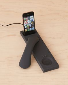 Turn his smart phone into a comfy, '80s-style cordless while it juices up in MM03i's handset dock