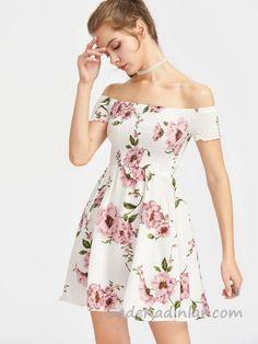 2018 Yazlık Elbise Modelleri Beyaz Kısa Omzu Açık Düşük Kol Lastikli Yaka Desenli