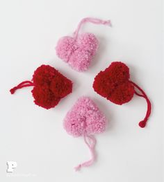 Pompom hearts for Valentines Day by Pysselbolaget