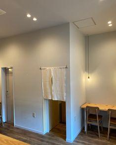 和風×カフェのシックな雰囲気に合う優しい質感。  内装塗り壁材ヒッキーウォール。  塗り壁ならではのお洒落な風合い。 Wall Lights, Lighting, Home Decor, Appliques, Decoration Home, Room Decor, Lights, Home Interior Design, Lightning