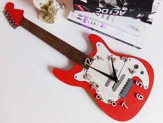 Ceas de perete Electric Guitar Music Instruments, Guitar, Crafts, Manualidades, Musical Instruments, Handmade Crafts, Craft, Arts And Crafts, Artesanato