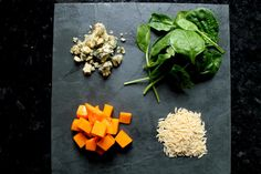 ensalada de calabaza, pasta de piñones, espinacas y queso azul, ingredientes