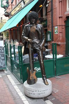 A statue in tribute of Phil, outside the famous Bruxelles just of Grafton Street in Dublin County Cork Ireland, Galway Ireland, Ireland Vacation, Ireland Travel, Happy Birthday Phil, Grafton Street, Favorite Son, Uk Music, Dublin City