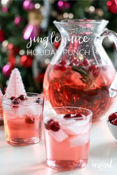 Jingle Juice Holiday Punch - easy Christmas cocktail recipe The BEST holiday punch/cocktail recipe - Jingle Juice Holiday Punch Holiday Cocktails, Cocktail Drinks, Fun Drinks, Yummy Drinks, Cocktail Recipes, Holiday Alcoholic Drinks, Christmas Party Drinks, Christmas Sangria, Beverages
