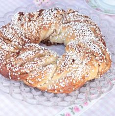 Kanelkrans Swedish Recipes, Sweet Recipes, Sweet Bakery, Fika, Cookie Desserts, Bagel, Brunch, Bread, Snacks
