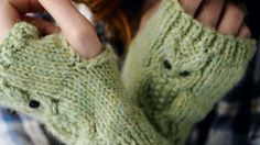 Corrected pattern from Simply Knitting 94: Owl fingerless mitts by Amanda Jones | The Yarn Loop