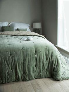 green velvet bedspread for daughter's bedroom Room Decor Bedroom, Home Bedroom, Modern Bedroom, Girls Bedroom, Bedroom Furniture, Master Bedroom, Bedrooms, Bedroom Ideas, Bedroom Inspo