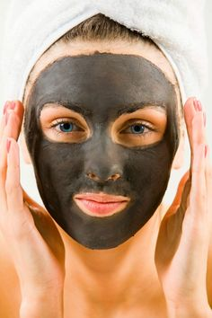 We've stumbled upon one of the most delicious, hard working mud masks you'll ever use! This DIY mud mask for acne prone and oily skin will leave your skin feeling like a baby's bottom, get