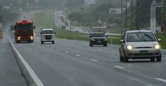 Trecho entre as rodovias SP-280 e BR-374, que liga São Paulo e Itaí, no estado de São Paulo, Brasil. A ligação entre as duas cidades foi avaliada como a quarta melhor estrada do país em pesquisa da CNT (Confederação Nacional dos Transportes) de 2014.  Fotografia:  Divulgação/Pesquisa CNT de Rodovias 2013.