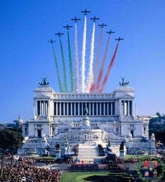 """This image shows a typical festivity dedicated to the day of Italy. We can see the Vittorio Emmanuel monument or """"Altar de la patria"""". The festivity has a principal moment, when the planes go across the monument and painting the sky with the colors of the Italian flag."""