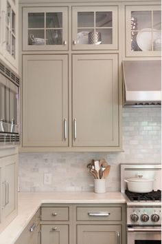Beautiful neutral cabinet color.