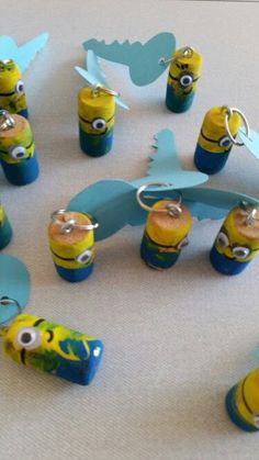 Als Cadeautje of Vaderdag: Minion sleutelhanger van een kurk.⭐⭐ Minion Key hanger from a winecork! Diy Crafts To Do, Diy Craft Projects, Projects To Try, Minions, Diy For Kids, Crafts For Kids, Minion Craft, Wine Cork Crafts, Fathers Day Crafts