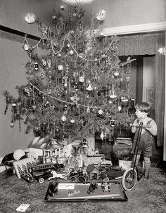 Vintage Christmas Tree Photograph Photo Old Time Christmas, Ghost Of Christmas Past, Merry Christmas, Old Fashioned Christmas, Christmas Morning, Family Christmas, All Things Christmas, Christmas Holidays, Christmas Gifts