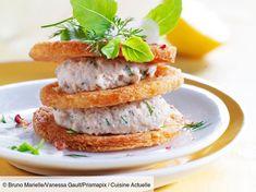 Recette Millefeuille à la mousse de sardine. Ingrédients (4 personnes) : 6 sardines en conserve à l'huile d'olive, 12 tranches de pain de mie fines, 50 g de beurre (à température ambiante)... - Découvrez toutes nos idées de repas et recettes sur Cuisine Actuelle Mousse, Brunch, Salmon Burgers, Entrees, Sandwiches, Ethnic Recipes, Food, Interesting Recipes, Cooking Recipes
