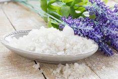 Trampki - wybiel je domowym sposobem! - Krok do Zdrowia Sea Salt, Stock Photos, Food, Tips, Sea Photo, Bob Marley, Organizing, Minimalist, Perfume