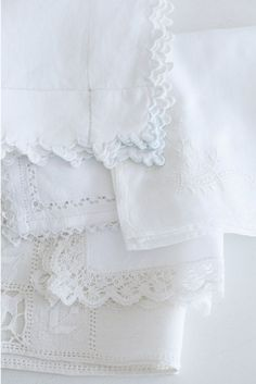 White lace and scallop linens