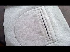 DIY How to sew a pocket. How to sew a pocket for a sweatshirt or trousers sewing course Sewing Hacks, Sewing Tutorials, Sewing Patterns, Sewing Tips, Techniques Couture, Sewing Techniques, Como Fazer Short, Blouse Col V, Sewing Pockets
