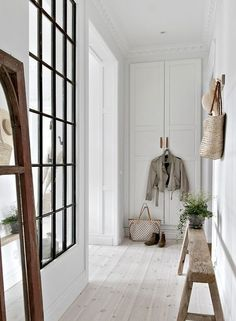 White and wood design in a Swedish apartment - PLANETE DECO a homes world White Staircase, Staircase Design, Scandinavian Interior Design, Scandinavian Home, Swedish Home Decor, Decoration Hall, Wood Design, Deco Design, Home And Living