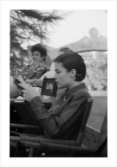 Sherilyn Fenn reads between takes on the scene of Twin Peaks.