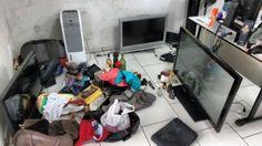 Quadrilha suspeita de praticar vários roubos em São Manuel é presa pela PM; objetos são recuperados - Após um breve período de investigações conjuntas, entre a Polícia Civil e aPolícia Militar de São Manuel, na tarde desta quarta-feira, 01,foram presos quatro homens, suspeitos de serem os autores deroubos à residência na cidade durante os últimos meses. Os homens foram levados aoDP de São - http://acontecebotucatu.com.br/policia/quadrilha-suspeita-de-pr