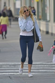 Sienna Miller in Leggings New York City Celebstills Sienna Miller Casual Chic, Casual Wear, Boho Chic, Sienna Miller Style, Urban Fashion, Womens Fashion, Kate Bosworth, Fitness Fashion, Fitness Style