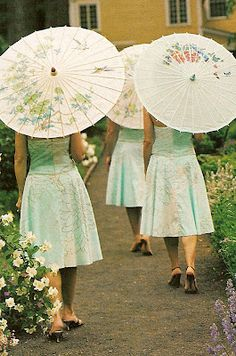 I'm such of fan of bridesmaids with parasols.