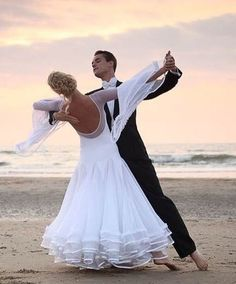 Sooooo cute!!! Dancing on the beach!!!