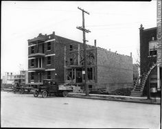 Triplex en construction, Montréal, QC, 1925, Wm. Notman & Son, 1925, 20e siècle // Triplex construction, Montreal, QC, 1925, Wm. Notman & Son 1925, 20th century