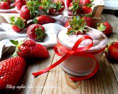 La crema alle fragole e mascarpone, è una crema particolarmente semplice da fare, molto morbida, delicata e gustosa e colorata