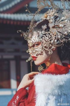 Pin by Karla, The Cosplay Mom on Costume Asian Fashion, Fashion Art, Fashion Design, Headdress, Headpiece, Kings & Queens, Accessoires Photo, Poses References, Chinese Clothing