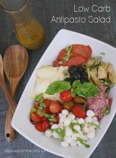 This antipasto salad is perfect for a warm day! Serve it as an appetizer, lunch, or as a side dish for grilled meat or fish! Low Carb Summer Recipes, Best Low Carb Recipes, Low Sugar Recipes, Paleo Recipes, Low Carb Lunch, Low Carb Diet, Low Carb Side Dishes, Side Dish Recipes, Low Carb Salad Dressing
