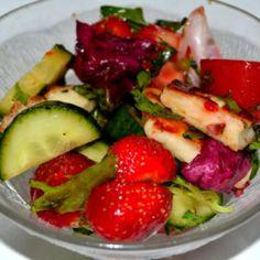 Mansikka-halloumisalaatti | Reseptit | Kinuskikissa | Reseptit Halloumi, Fruit Salad, Food, Fruit Salads, Essen, Meals, Yemek, Eten