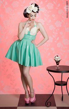 Jag och Marcus fotade den här klänningen för latexdesignern Naucler Design. <br/> <br/>Meningen var att visa upp klänningen & hatten på ett bra och tydligt sätt men även att ge det hela en personlig touch med lite pinup känsla :) <br/> <br/>http://www.nauclerdesign.se <br/>http://www.thecore.nu/models/tifadeleone/ <br/> <br/>Den andra fina modellen heter Xev, finns tyvärr inte p...