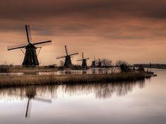 Nederland l Rotterdam (Kinderdijk) Netherlands Windmills, Holland Windmills, Rotterdam, Utrecht, Places To Travel, Places To See, Places Around The World, Around The Worlds, Amsterdam Wallpaper
