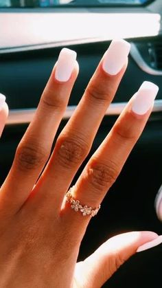 On average, the finger nails grow from 3 to millimeters per month. If it is difficult to change their growth rate, however, it is possible to cheat on their appearance and length through false nails. White Nail Art, White Nails, White Nail Designs, Nail Art Designs, Hair And Nails, My Nails, S And S Nails, Ongles Forts, Acryl Nails