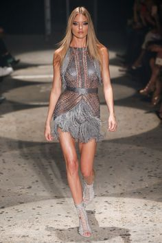 Julien Macdonald Spring 2018 Ready-to-Wear Undefined Photos - Vogue