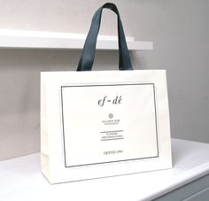 papaer bag Design Print Graphic Fashion 紙袋 デザイン 印刷 グラフィクデザイン ファッション Luxury Packaging, Beauty Packaging, Custom Packaging, Packaging Design, Paper Packaging, Bag Packaging, Jewelry Packaging, Graphic Design Tools, Box Design