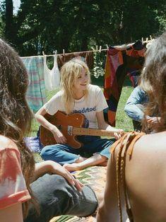 Daydreamer x Free People Vintage cream Woodstock Tee at Free People Clothing Boutique Woodstock, Kombi Hippie, Looks Hippie, 70s Aesthetic, Hippie Vibes, 70s Hippie, Hippie Love, Happy Hippie, Surfer