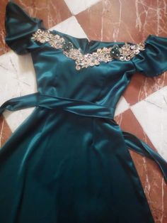 Fashion Sewing, Diy Fashion, Hijab Fashion, Fashion Dresses, Arabic Dress, Caftan Dress, Embroidery Fashion, Cute Girl Photo, Muslim Women