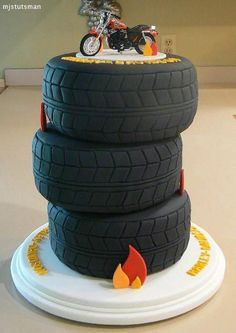 Tire Cake for grooms cake but maybe a truck on top instead of the bike. Pretty Cakes, Cute Cakes, Beautiful Cakes, Amazing Cakes, Unique Cakes, Creative Cakes, Tire Cake, Motorcycle Cake, Cupcakes Decorados