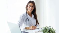 Beautiful young female doctor looking at camera in the office. Headshot Photography, Photography Tips, Agenda Online, Transformation Du Corps, Dental Bridge, Dental Crowns, Best Teeth Whitening, Wisdom Teeth, Female Doctor