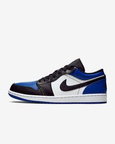 Jordan 1 Low, Jordan Retro 1, Zapatillas Jordan Retro, Cool Keychains, Black Toe, Shoe Closet, Me Too Shoes, Nike Men, Air Jordans
