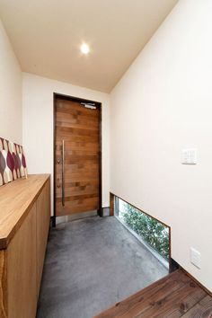living // walk in Interior Architecture, Interior And Exterior, Interior Design, Japanese Interior, House Entrance, Japanese House, Home And Deco, Home Living Room, Windows And Doors