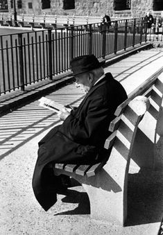 Battery Place, New York (man reading on bench) Artist: Kertész, André Date: 1963 Medium: Gelatin silver print Dimensions: image: 9 11/16 in x 6 13/16 in; paper: 10 in x 8 in