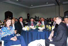 Norman Quijano candidato presidencial por ARENA participando en el Foro de Acuerdo para Nación.